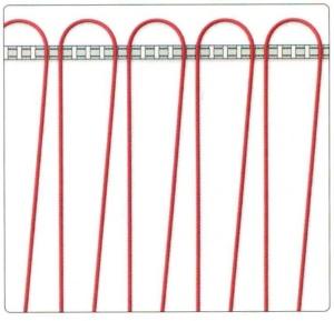 Сгибание трубы водяного теплого пола в стальных зажимных шинах