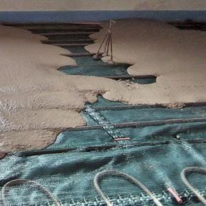 Заливка стяжки при монтаже водяного теплого пола
