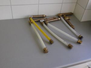 Монтаж заготовок с переходниками для крепления к патрубкам подачи горячей воды