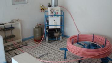 Нагрев и укладка трубы водяного теплого пола